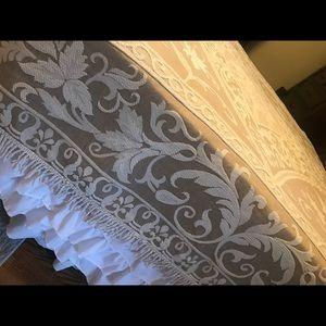 Full sized bedspread, Antique Style. Cream, tan